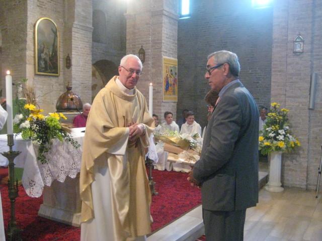 Momento di consegna da parte di più associazioni e gruppi parrocchiali a Don Giuseppe